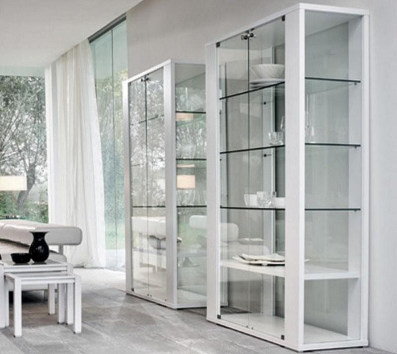 Стеклянная мебель для маленькой квартиры